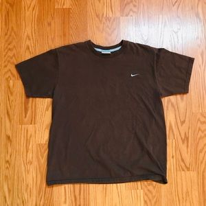L BOYS VINTAGE NIKE T-SHIRT IN BROWN W/ BABY BLUE